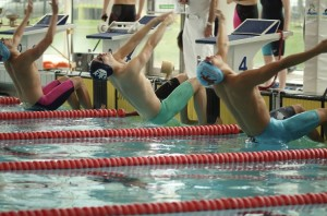 Oxford'd Dominic Holloway takes on Cambridge in the 100m backstroke