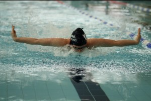 Juliet Flamank swimming the butterfly leg on the 200 IM